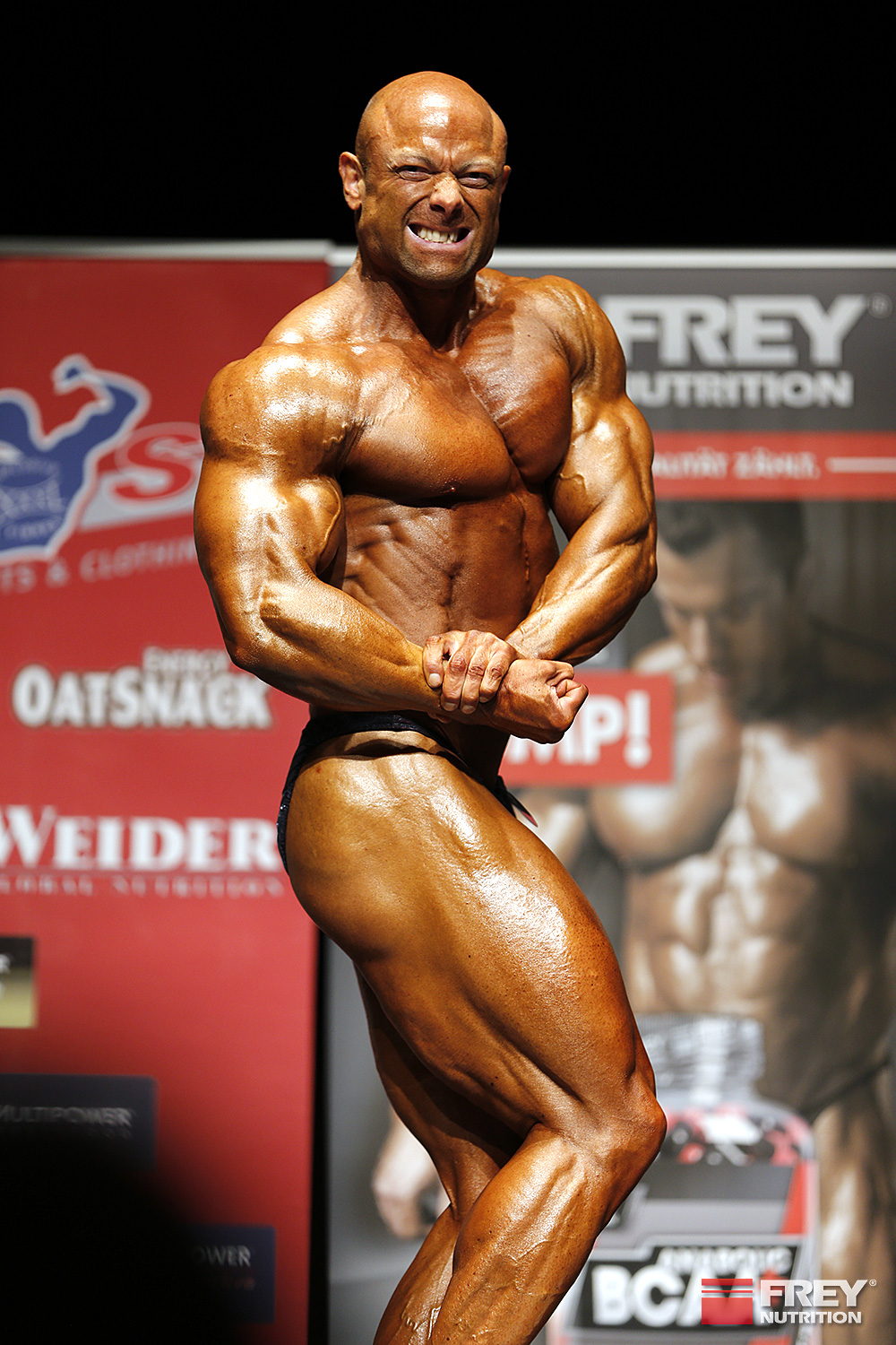 Markus Rohde - side chest